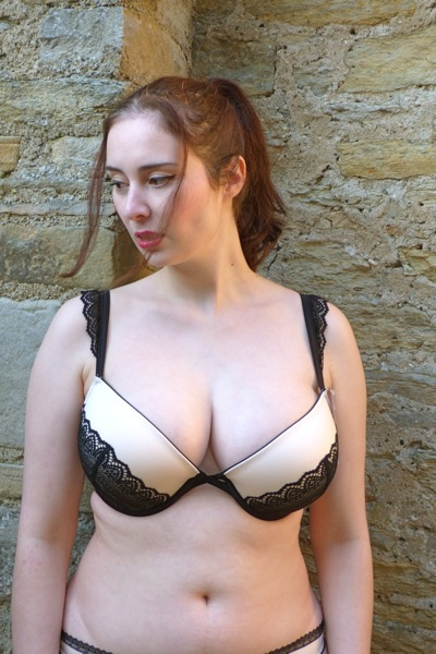 wonderbra_glam1_me_side